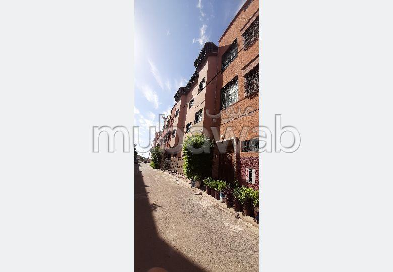 Casa en venta. 4 Habitación pequeña. Puerta blindada, seguridad implementada.