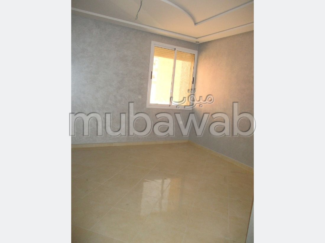 Apartment for sale. 3 large living areas.