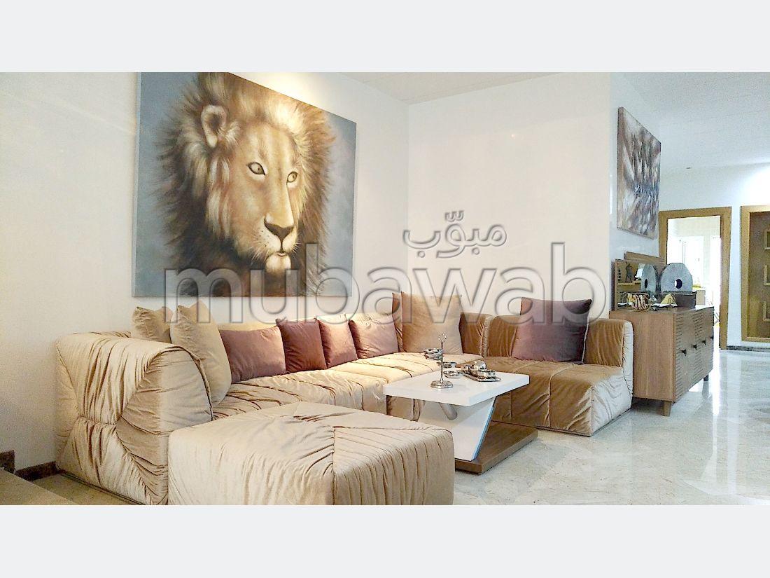 Bonito piso en venta. Área total 163 m². Servicio de conserjería, chimenea.