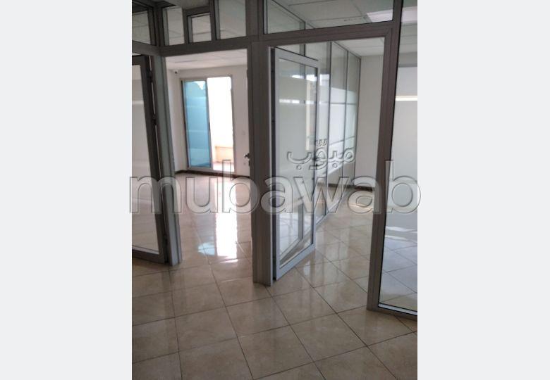 A SAISIR. Bureau 97m² 100% aménagé 4e étage