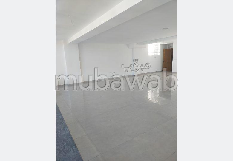 Oficinas en alquiler. Area 90 m². Ascensor.