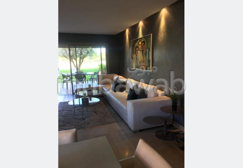 Joli appartement à Prestigia en rez-de-jardin de 2 chambres et 2 salles de bains meublé moderne et avec jardin privatif.