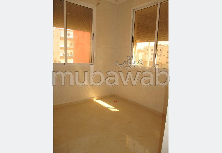 شقة جميلة للبيع بأكادير. 2 غرف رائعة.