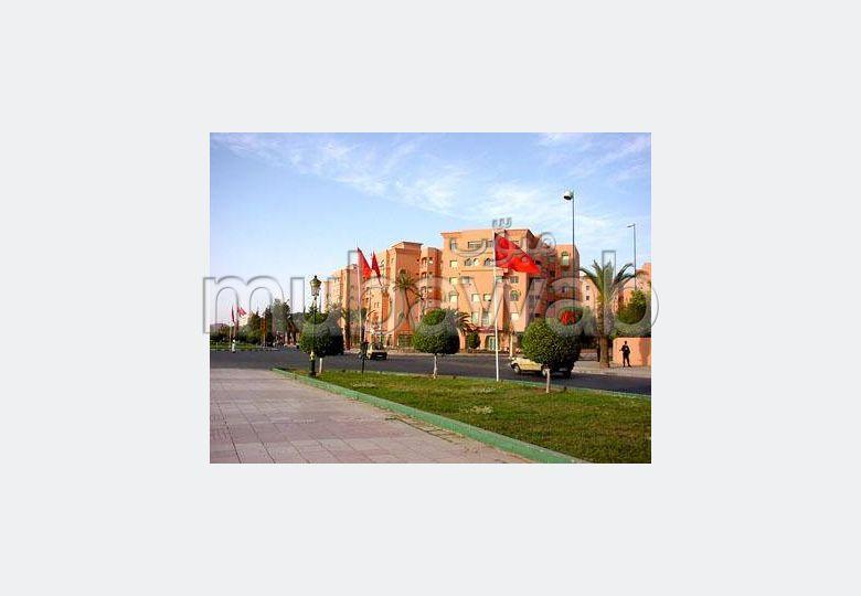 شقة للكراء بمراكش. المساحة الكلية 105 م². مفروشة.