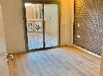 Piso en venta. Área total 85.0 m². Conserje y aire condicionado.