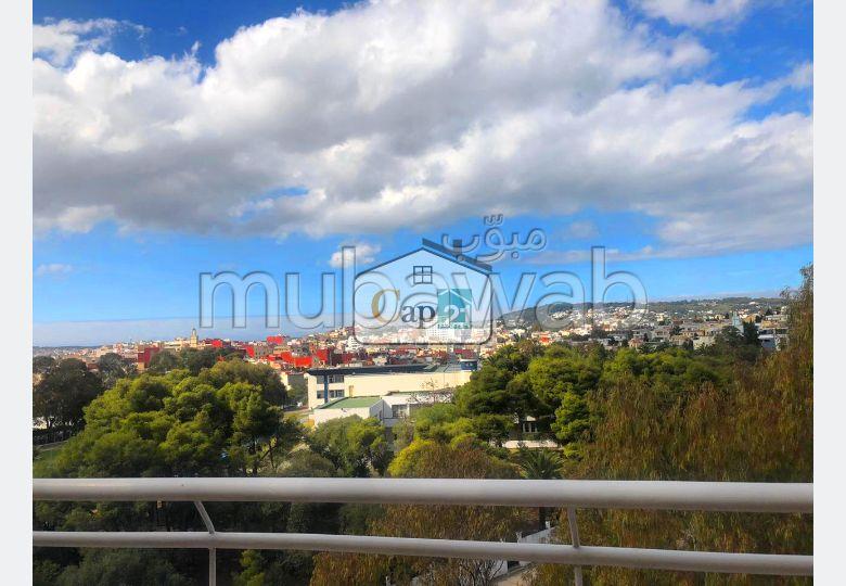 Bel appartement en location à Tanger. Surface totale 175.0 m². Bien meublé
