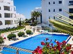 بيع شقة بأصيلا. 2 غرف ممتازة. حمام سباحة و نظام تكييف للهواء.