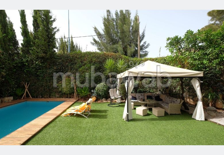 House for rent. Dimension 499 m². Furnished.