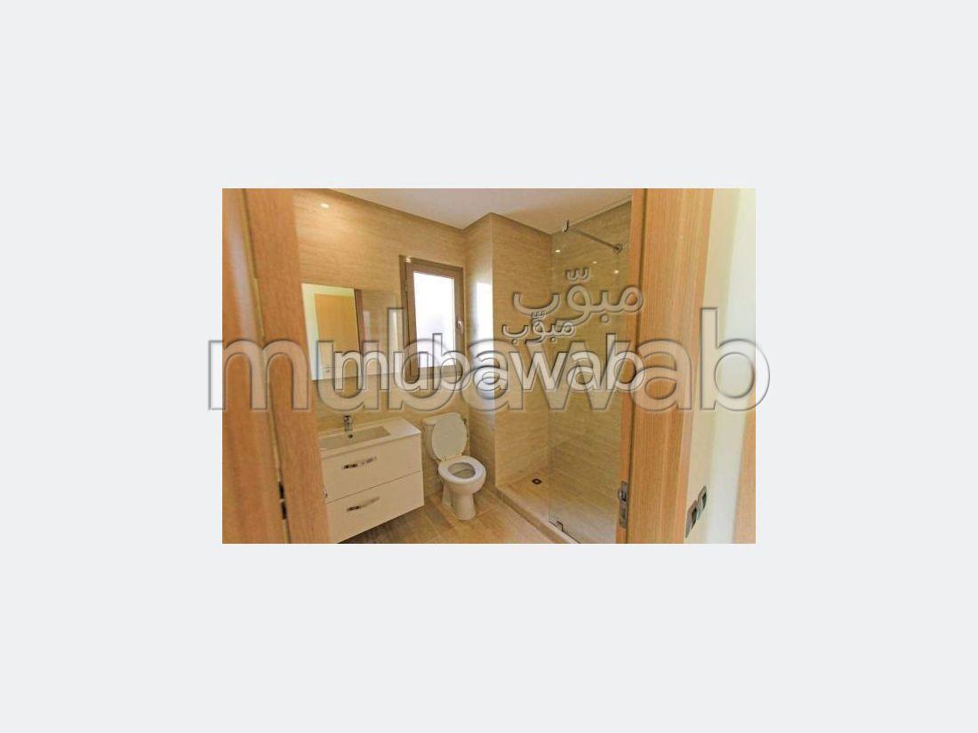 شقة للإيجار بمراكش. المساحة الكلية 78 م². حمام سباحة و نظام تكييف للهواء.