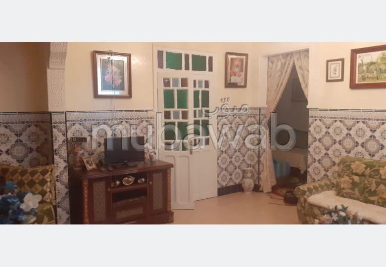 بيع منزل ممتاز بأصيلا. 3 غرف. صالة مغربية وصحن فضائي.
