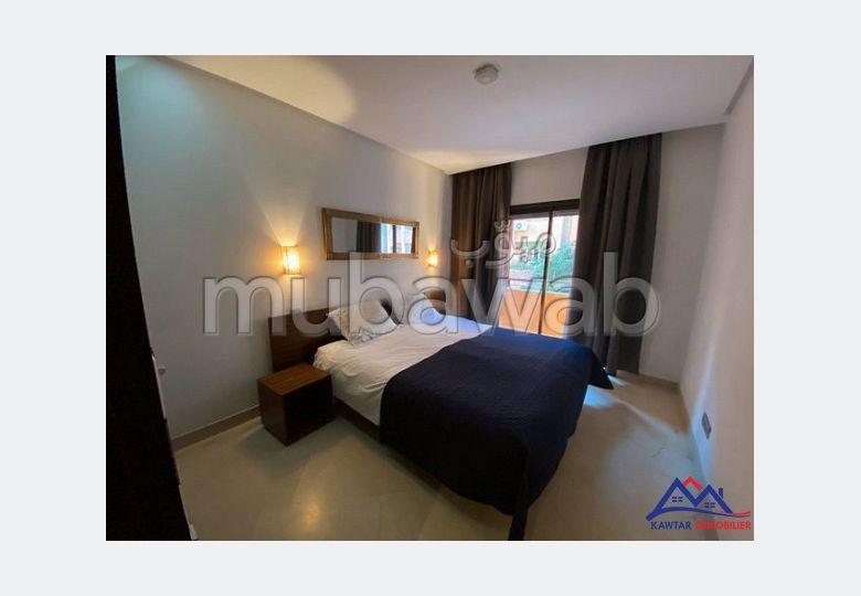 شقة للإيجار بمراكش. المساحة 95 م². مصعد وشرفة.