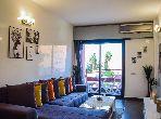 شقة رائعة للإيجار بمراكش. المساحة الكلية 78.0 م². إقامة بالبواب ، ومكيف هوائي.