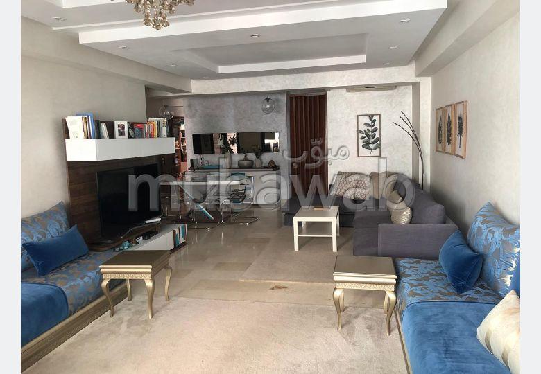 Vend appartement à Casablanca. Surface totale 116.0 m². Places de parking et terrasse
