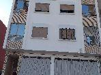 شقة رائعة للبيع بأكادير. 4 قطع. صالة مغربية وصحن فضائي.