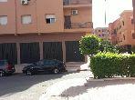 شقة جميلة للبيع بمراكش. 2 غرف رائعة. صالة مغربية وصحن فضائي.