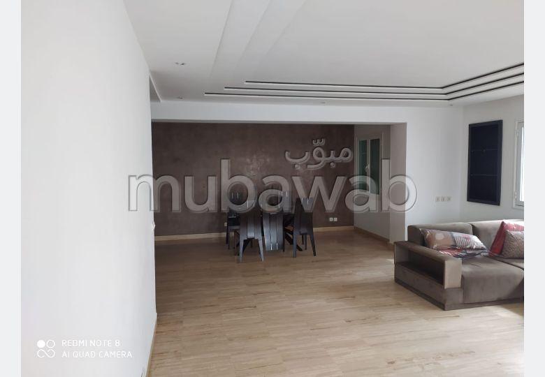 شقة جميلة للكراء بالدارالبيضاء. المساحة الكلية 140.0 م². المرآب والشرفة.