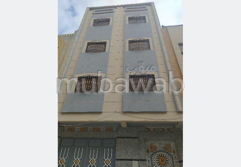 Superbe maison à vendre à Tanger. 2 chambres. Grand balcon.