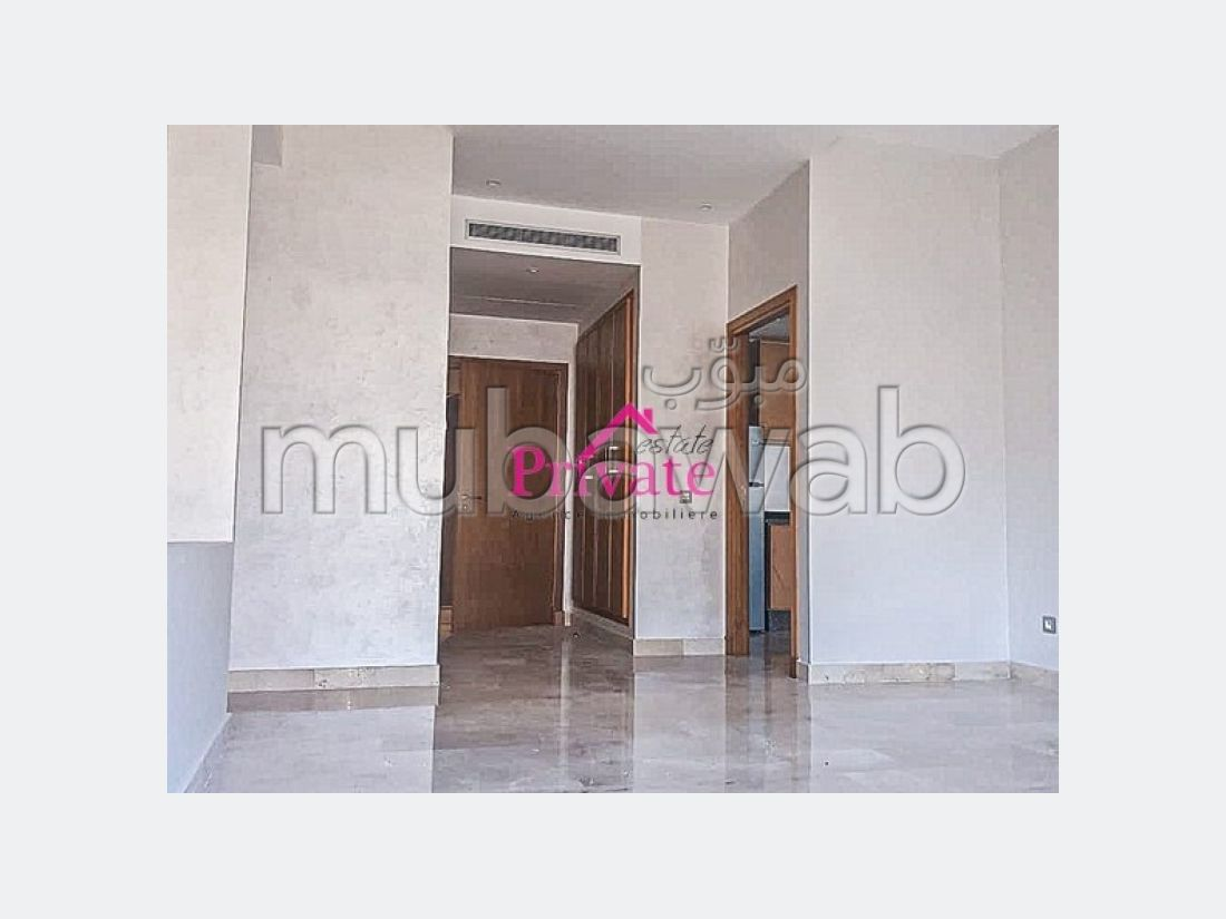 Apartment for sale. Surface area 93 m². Private garage.