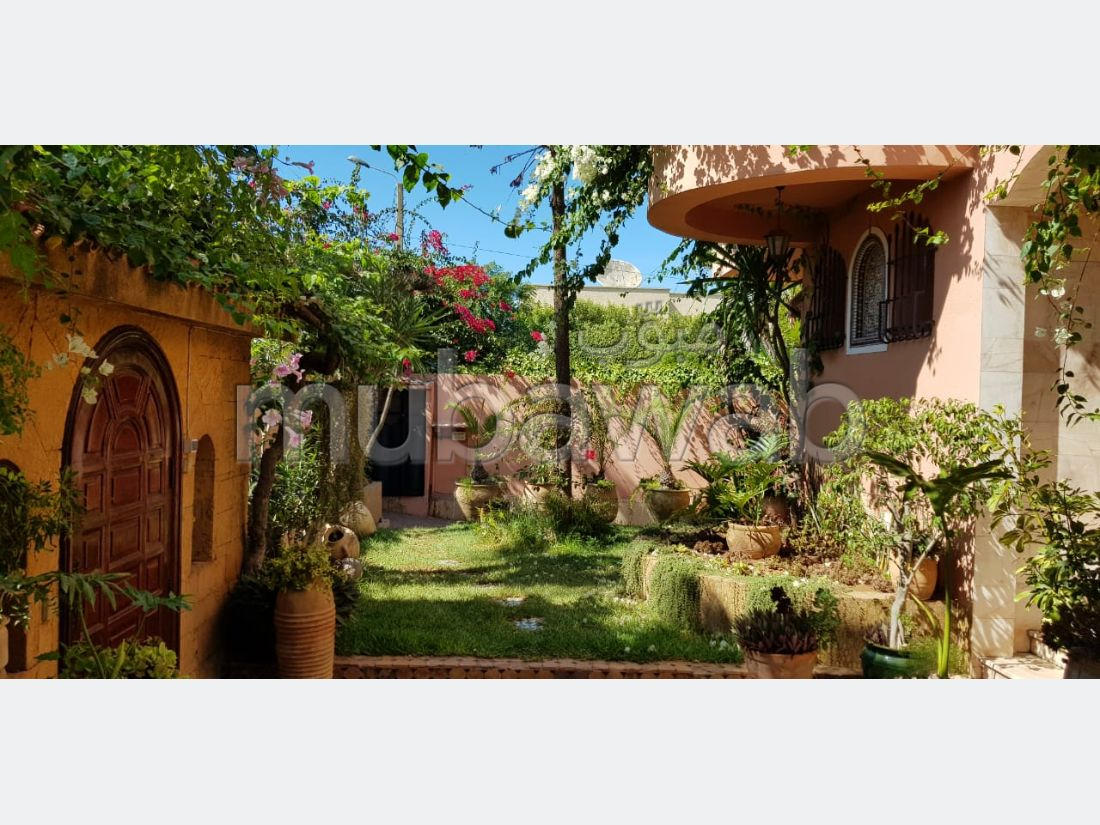Splendid villa for sale. 5 beautiful rooms. Usable fireplace, Integrated air conditioners.