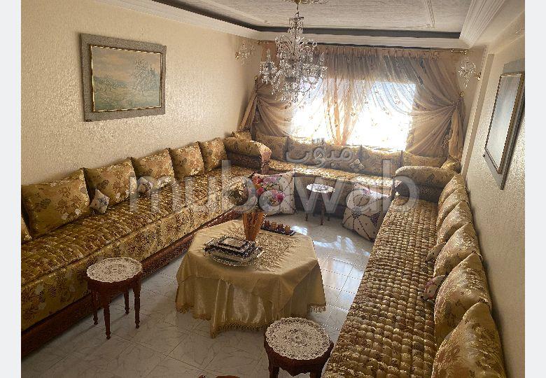 شقة رائعة للبيع بفاس. 3 غرف ممتازة. أماكن وقوف السيارات وشرفة.