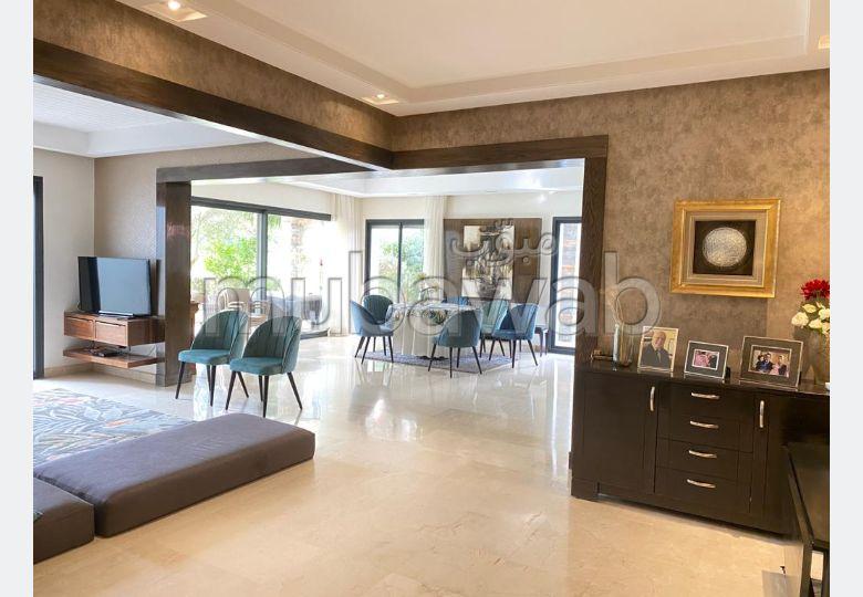 شقة جميلة للبيع ببوسكورة. 4 غرف. مسبح ، مكيف هواء.