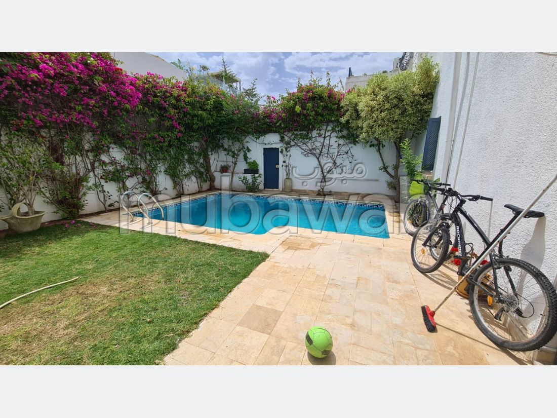 Apartment for rent. Small area 220 m². Gardeners, Large terrace.