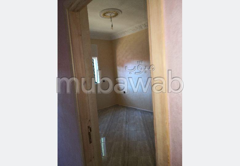 شقة رائعة للبيع بالقنيطرة. المساحة الإجمالية 80.0 م². شرفة كبيرة.