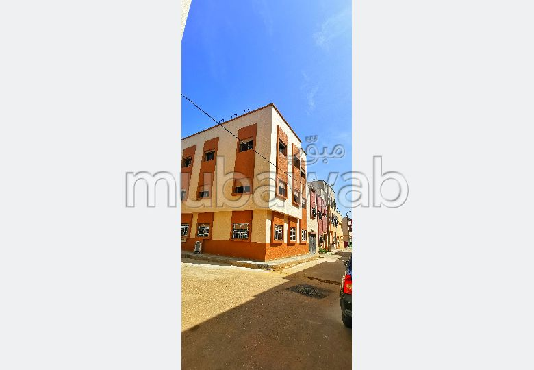 Apartment for sale. Area 100.0 m². Fully equipped kitchen.