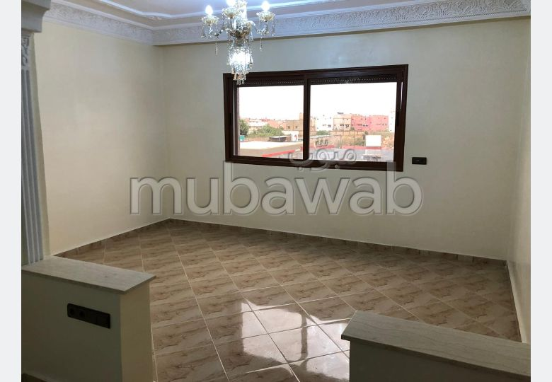 Beautiful house for sale. Total area 480.0 m². Traditional living room, general satellite dish.
