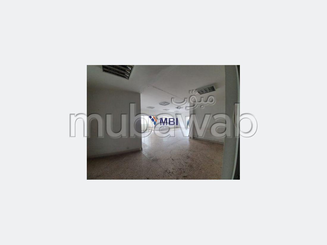 عقارت تجارية للكراء بطنجة. المساحة 175 م².
