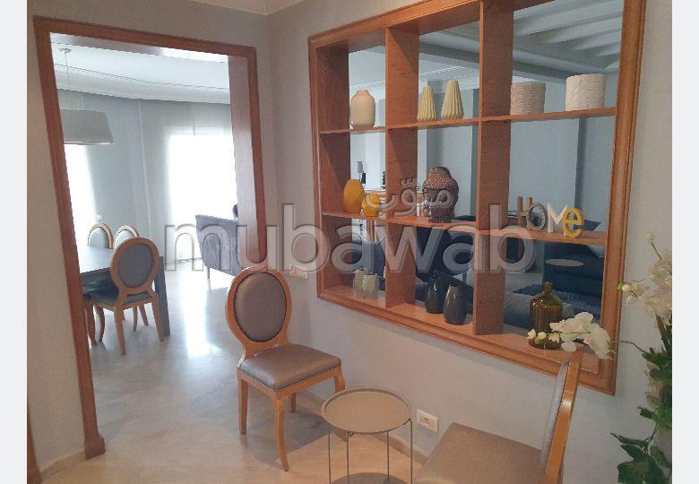 شقة للشراء بالدارالبيضاء. المساحة الإجمالية 200.0 م². شرفة ومصعد.