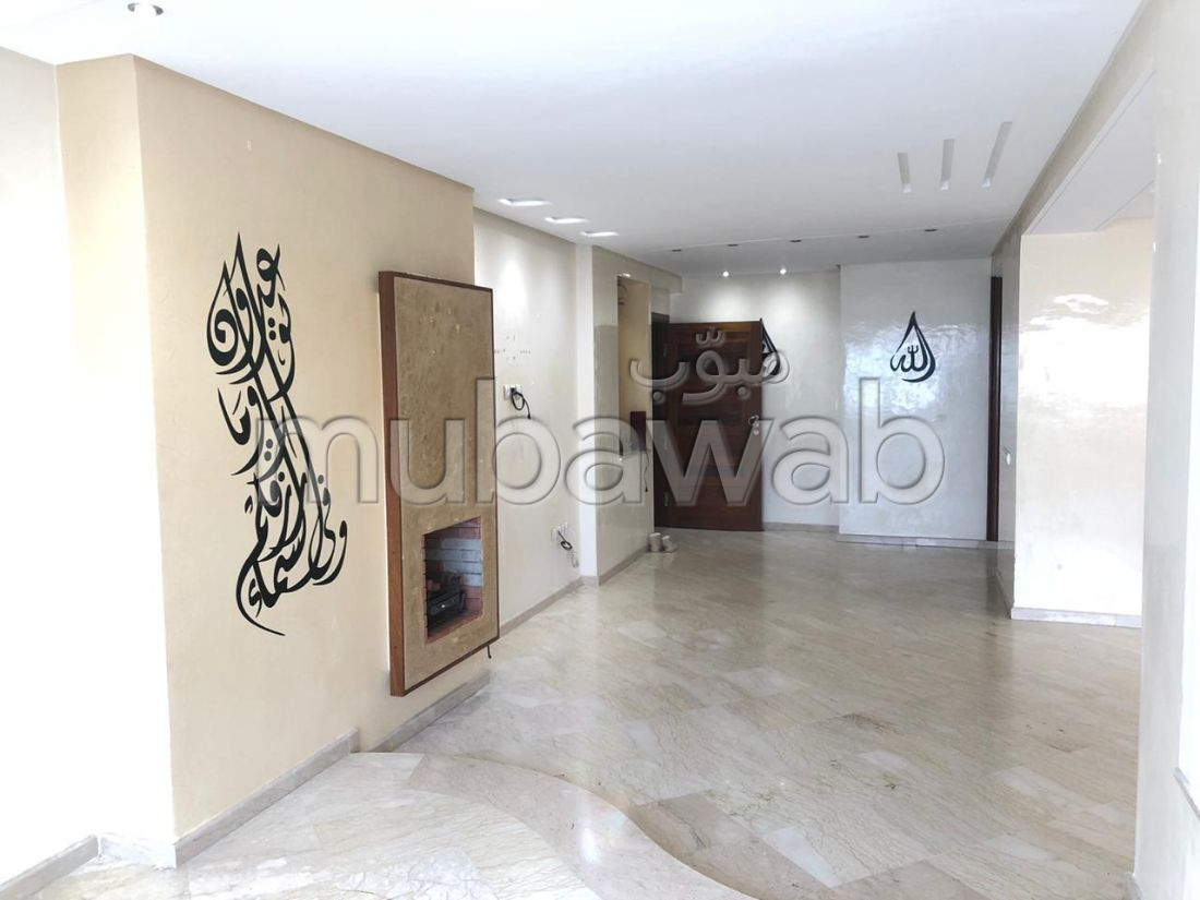Rent this apartment. 5 Common room. Carpark and terrace.