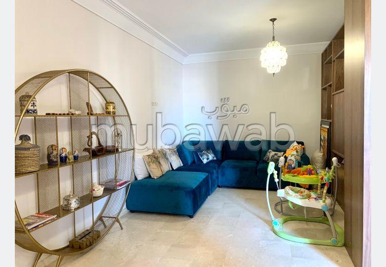 شقة للإيجار بمراكش. المساحة الكلية 220 م². مفروشة.