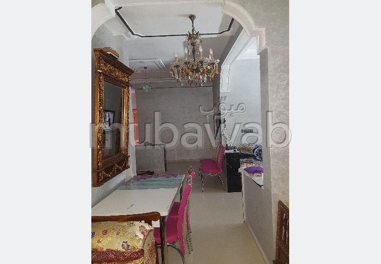 Appartement à vendre à Fès. 3 grandes pièces. Porte blindée, sécurité.