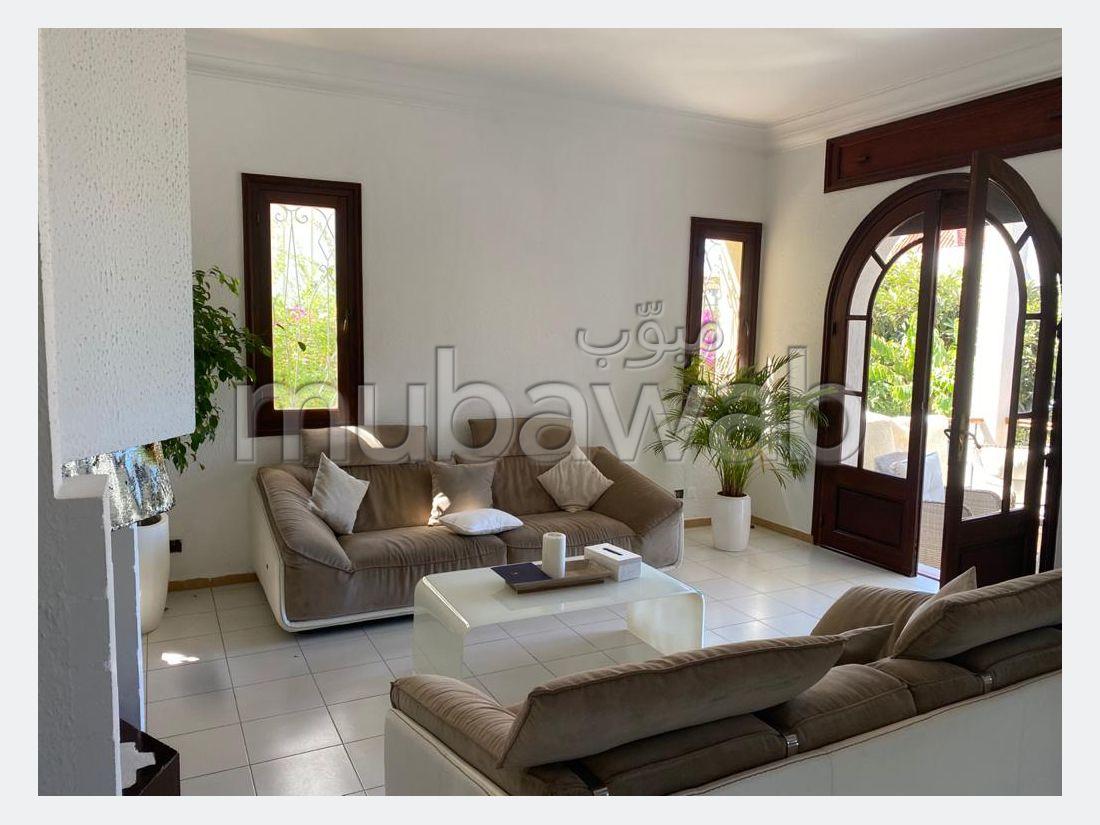 Villa de lujo en venta. Superficie 530 m². Garaje y terraza.