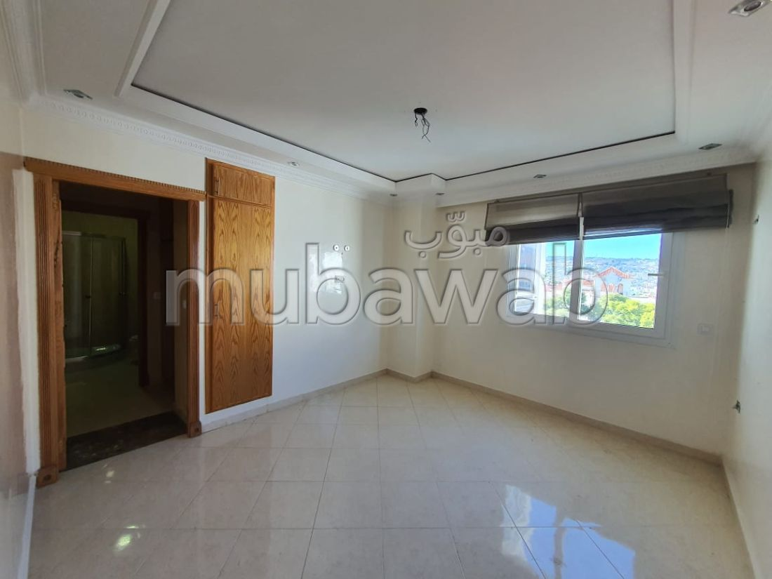 Find an apartment to buy. 3 beautiful rooms. Moroccan living room, security.