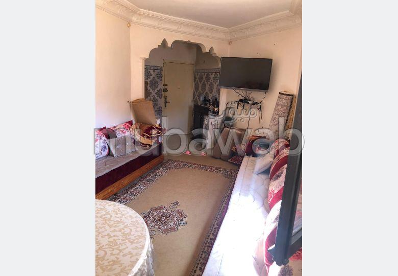 Appartement en vente à Kénitra. 2 belles chambres. Salon traditionnel marocain, résidence sécurisée