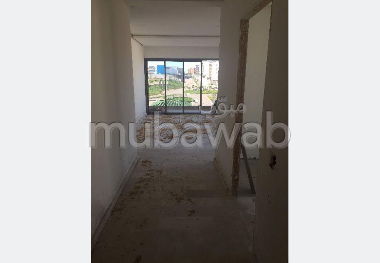شقة للشراء ببوسكورة. 2 غرف ممتازة. المرآب والشرفة.