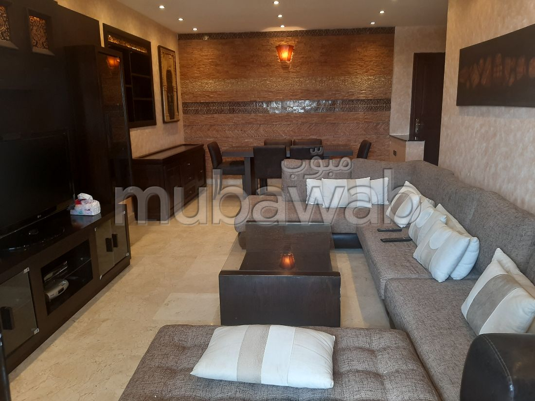 Sell apartment. Area 100.0 m². Robust door, Traditional living room.