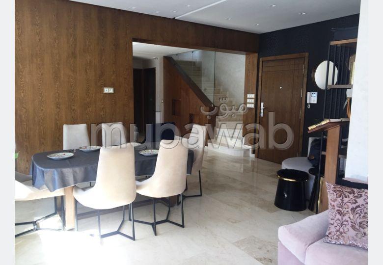 Bonito piso en venta. 3 Bonitas habitaciones. Puerta blindada, salón marroquí.