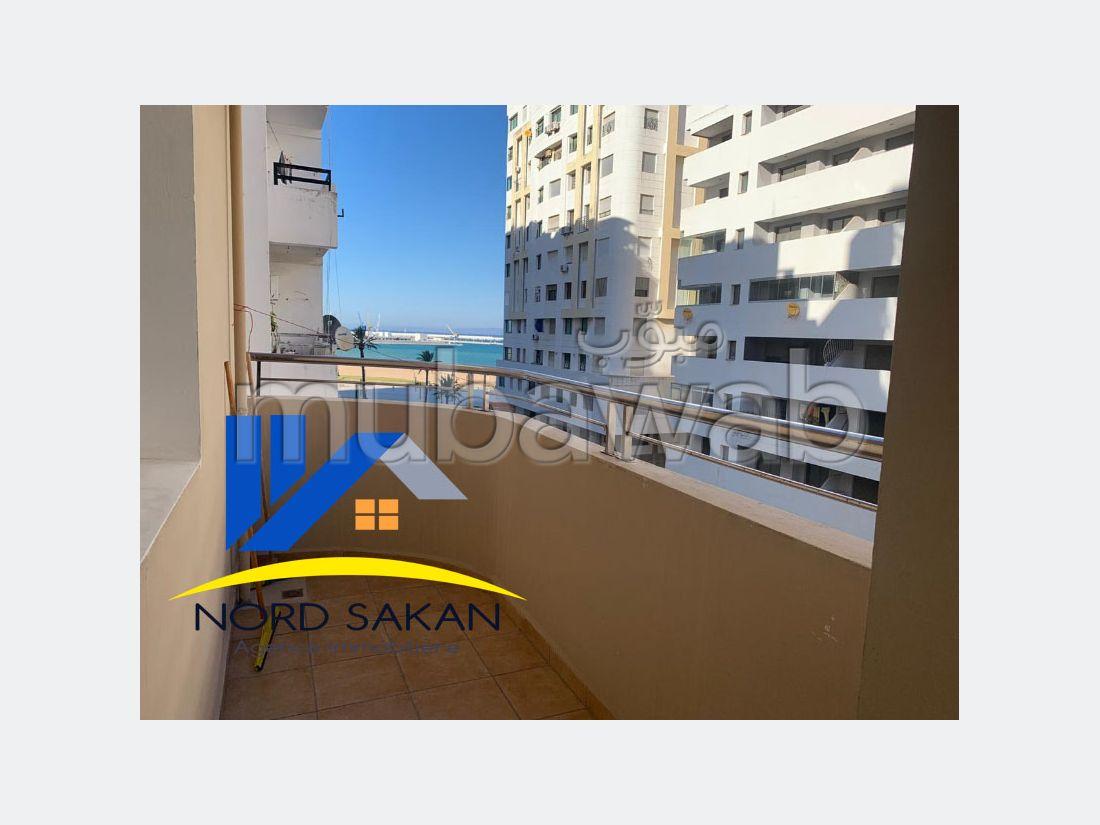 Oficinas en alquiler. Área total 115 m². Conserje disponible.