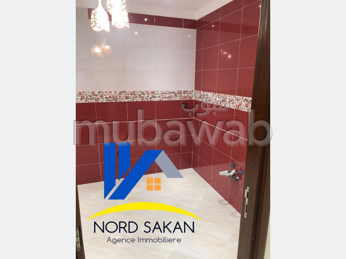 Bonito piso en venta. Superficie 63.0 m². Servicio de conserjería.