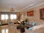 شقة رائعة للبيع بالرباط. 4 قطع كبيرة. صالة مغربية وصحن فضائي.