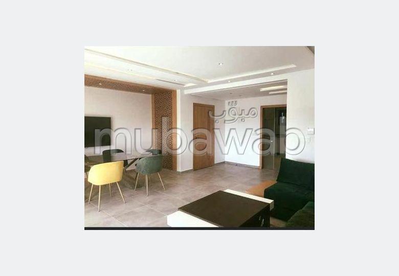 شقة رائعة للإيجار بأكادير. المساحة 120 م². مفروشة.