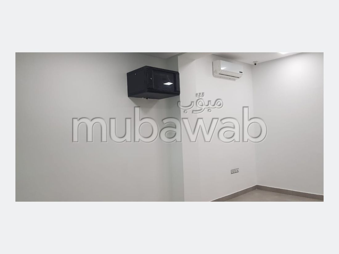 Offices for rent. Surface area 90.0 m². Air conditioning system.
