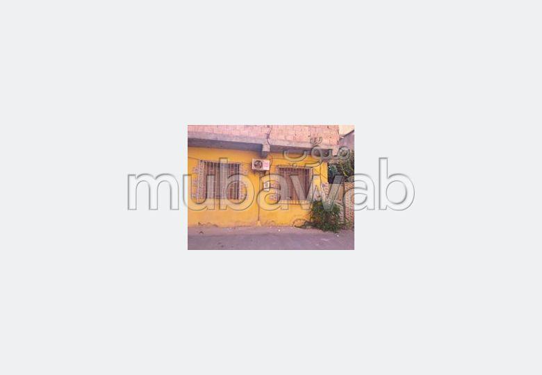 Appartement en vente. Surface de 204.0 m². Belle terrasse et jardin.