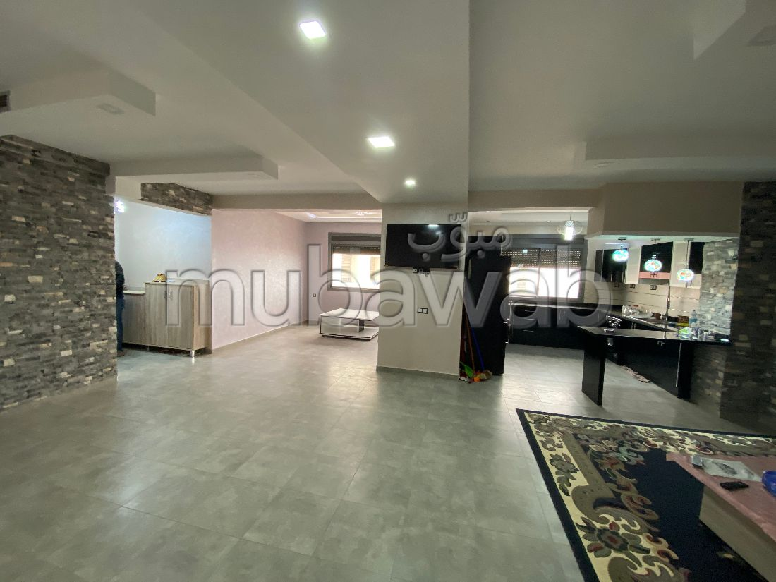 Very nice apartment for rent. Area of 130 m². Built-in microwave.