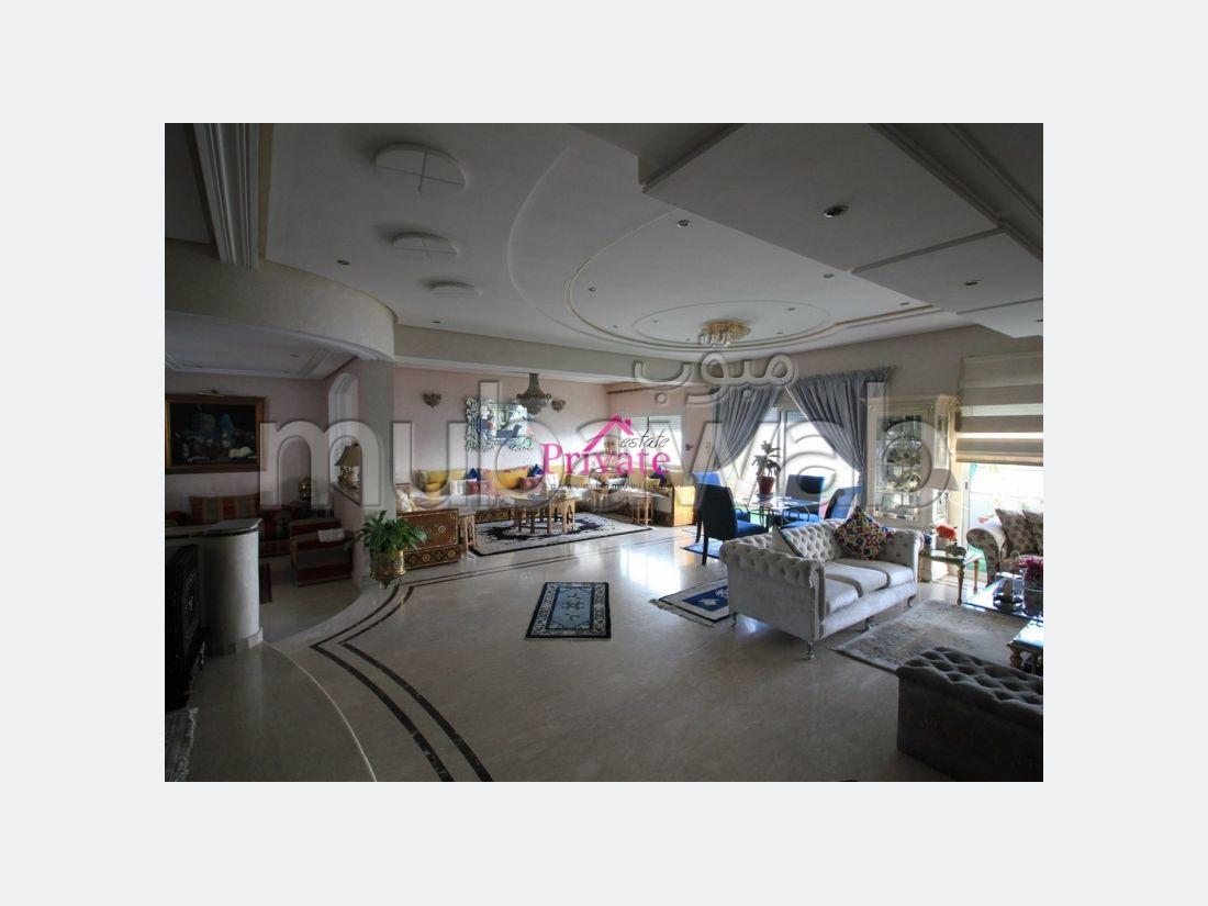 Fabulous apartment for sale. Total area 304 m². Cellar, Large terrace.