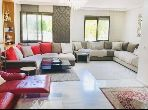 شقة للبيع ببوسكورة. 3 غرف ممتازة. أماكن وقوف السيارات وشرفة.