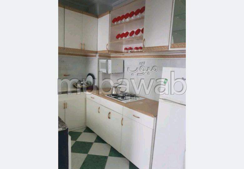 شقة رائعة للإيجار بطنجة. المساحة الإجمالية 90 م². مفروشة
